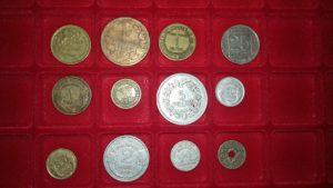 monnaies variées